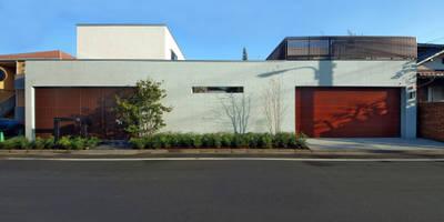 和モダンの上質な外観デザイン: TERAJIMA ARCHITECTSが手掛けた家です。