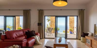 Salón: Salones de estilo mediterráneo de Home & Haus | Home Staging & Foto