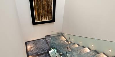 Casa Lumaly: Pasillo, hall y escaleras de estilo  por Agraz Arquitectos S.C.