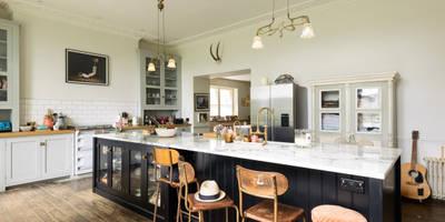 Cocinas de estilo ecléctico de deVOL Kitchens