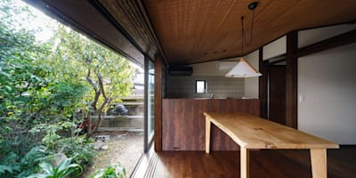 eclectic Dining room by 傳寶慶子建築研究所