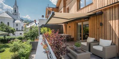 Terrassenmarkise markilux MX-1 an Holzfassade: moderne Häuser von markilux
