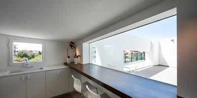 Mansarda T: Cucina in stile in stile Moderno di Laboratorio di Progettazione Claudio Criscione Design