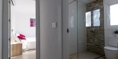 Pasillo: Pasillos, vestíbulos y escaleras de estilo minimalista de Home & Haus | Home Staging & Foto