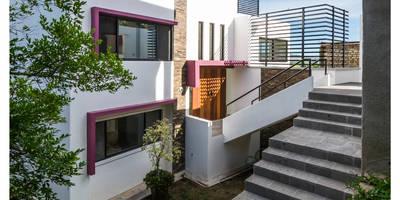 Casas unifamiliares de estilo  por Excelencia en Diseño