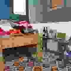 Aranżacje płytek cementowych w pokojach Śródziemnomorskie ściany i podłogi od Kolory Maroka Śródziemnomorski
