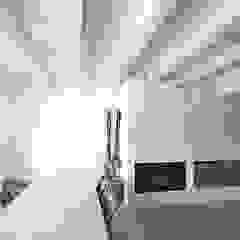 Salle à manger moderne par MIDE architetti Moderne