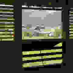 Puertas y ventanas de estilo rural de eu建築設計 Rural