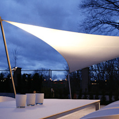 Balcones y terrazas de estilo moderno de aeronautec GmbH Moderno
