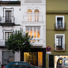 Housing Restoration in Montesión Square, Seville, Spain. Donaire Arquitectos Будинки
