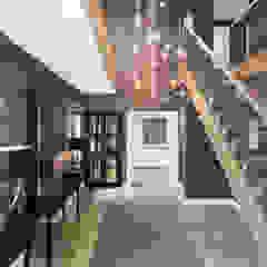 Entrance Hall Modern corridor, hallway & stairs by Studio Hooton Modern