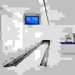Basement bowling alley and gym by zenotti Сучасний
