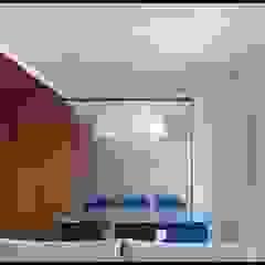 现代客厅設計點子、靈感 & 圖片 根據 sergio fumagalli architetto 現代風