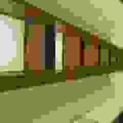 Ernesto Fusco Geschäftsräume & Stores Holzwerkstoff Beige