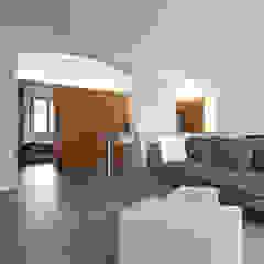 Salon moderne par studioata Moderne