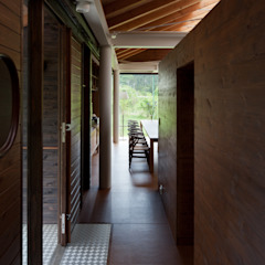 industrial style corridor, hallway & stairs by H2O設計室 ( H2O Architectural design office ) Industrial