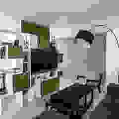 现代客厅設計點子、靈感 & 圖片 根據 grupa KMK sp. z o.o 現代風