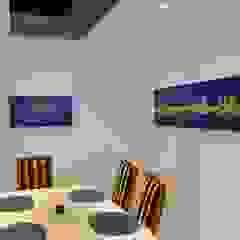 Wohnen & Kunst Modern Dining Room