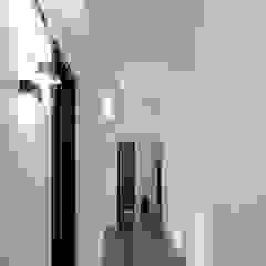 Corridoio Studio moderno di BRENSO Architecture & Design Moderno