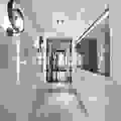 Couloir, entrée, escaliers modernes par Ana Rita Soares- Design de Interiores Moderne
