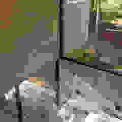 Couloir, entrée, escaliers modernes par ATV Arquitectos Moderne