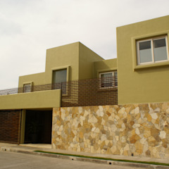 K House من arqflores / architect تبسيطي