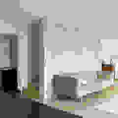 Leipziger Straße 19 Wohnzimmer von THOMAS GRÜNINGER ARCHITEKTEN BDA