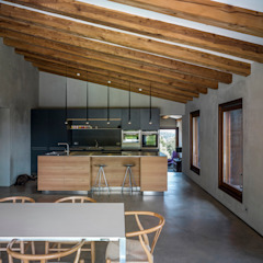 Villa CP Rustic style dining room by ZEST Architecture Rustic