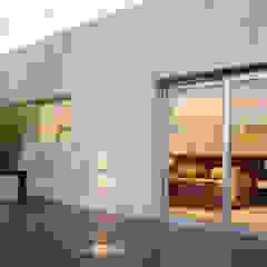 Hiên, sân thượng phong cách hiện đại bởi ESTUDIO GEYA Hiện đại