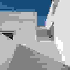 Balkon, Beranda & Teras Minimalis Oleh Ambrosi I Etchegaray Minimalis