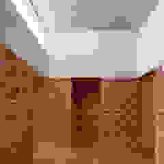 Koridor & Tangga Minimalis Oleh Ambrosi I Etchegaray Minimalis