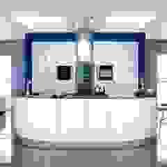 Modern White Kitchen par Kitchens Continental Ltd Moderne