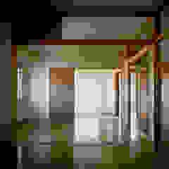 緑の環境の集合住宅 モダンスタイルの寝室 の ユミラ建築設計室 モダン