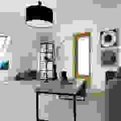 Wohn-/ Essbereich -nachher Industriale Wohnzimmer von raum² - wir machen wohnen Industrial