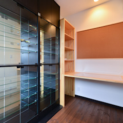 Salle multimédia moderne par スクエア建築スタジオ Moderne
