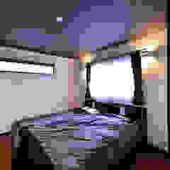 Chambre moderne par スクエア建築スタジオ Moderne