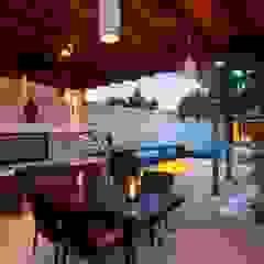 Mediterranean style balcony, porch & terrace by Taller Estilo Arquitectura Mediterranean