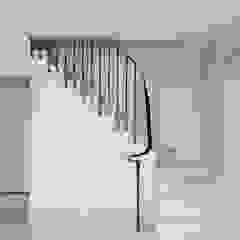 Barn conversion staircase 4211 Bisca Staircases Pasillos, vestíbulos y escaleras de estilo clásico