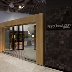 GRU First Class/Executive Lounge Aeroportos modernos por Leticia Nobell Arquitetos Moderno