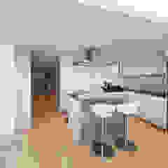 MJ's RESIDENCE Minimalist kitchen by arctitudesign Minimalist