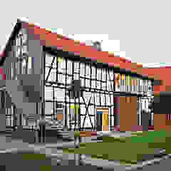 HAUS R. - SCHEUNENUMBAU ZUR LOFTWOHNUNG von Althaus Architekten BDA - Ludwig & Christopher Althaus, Dipl.-Ing. Architekten Landhaus