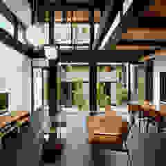 中庭のある木の家 和風デザインの リビング の 石井智子/美建設計事務所 和風