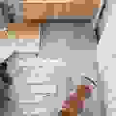 Pasillos, vestíbulos y escaleras de estilo ecléctico de ALTS DESIGN OFFICE Ecléctico