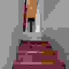 ห้องโถงทางเดินและบันไดสมัยใหม่ โดย 神子島肇建築設計事務所 โมเดิร์น