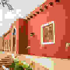 Puertas y ventanas coloniales de Arturo Campos Arquitectos Colonial