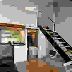 Petit Nid Parisien Couloir, entrée, escaliers modernes par Marion Rocher Moderne