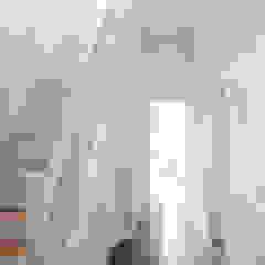 Коридор, прихожая и лестница в модерн стиле от Remy Meijers Interieurarchitectuur Модерн