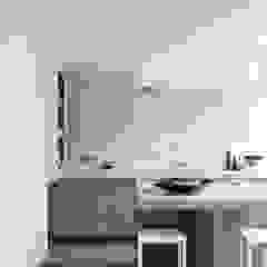 Кухня в стиле модерн от Remy Meijers Interieurarchitectuur Модерн