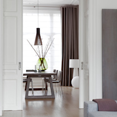 Столовая комната в стиле модерн от Remy Meijers Interieurarchitectuur Модерн