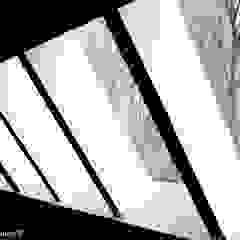 Ton Altena Architect Ingresso, Corridoio & Scale in stile moderno